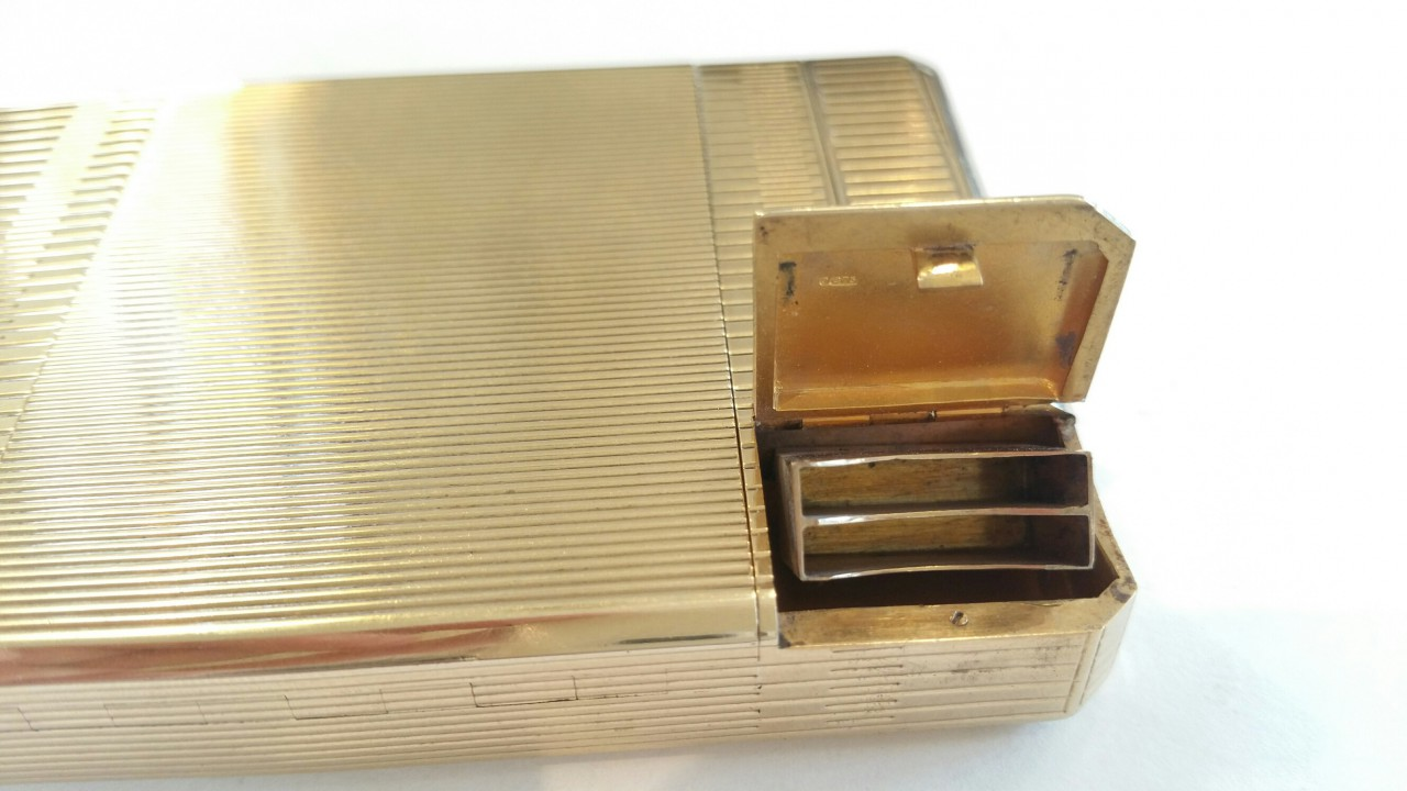 compendium gold 9ct. dunhill stamp container